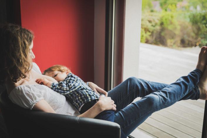 Photographe maternité Allaitement - Minzier - Genève - Annecy - Haute-Savoie